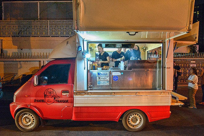 Why do people prefer to eat from food trucks compared to restaurants?